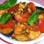 鶏肉と野菜ときのこのピリ辛バジル炒め